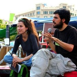 Enric Duran, speaking, and Nuria Guell at Occupy Catalunya Square in Barcelona, June 2011. Wikimedia/Zoraida Rosell. Some rights reserved.