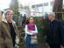 Rui Pereira, Sara Madeira (GlobalVoices) i Santiago López Petit al jardi permacultural de l'espai Compasso, a Porto.